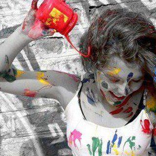 donna-creativa-con-colori